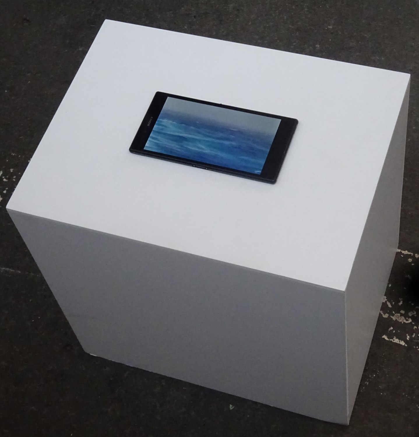 Sean Snyder Tableau Bateau, 2016 random video loop with audio on hacked Sony XPERIA Z Ultra, displayed on PVC structure, RAL 9003, 40 cm high x 40 cm wide x 30 cm deep
