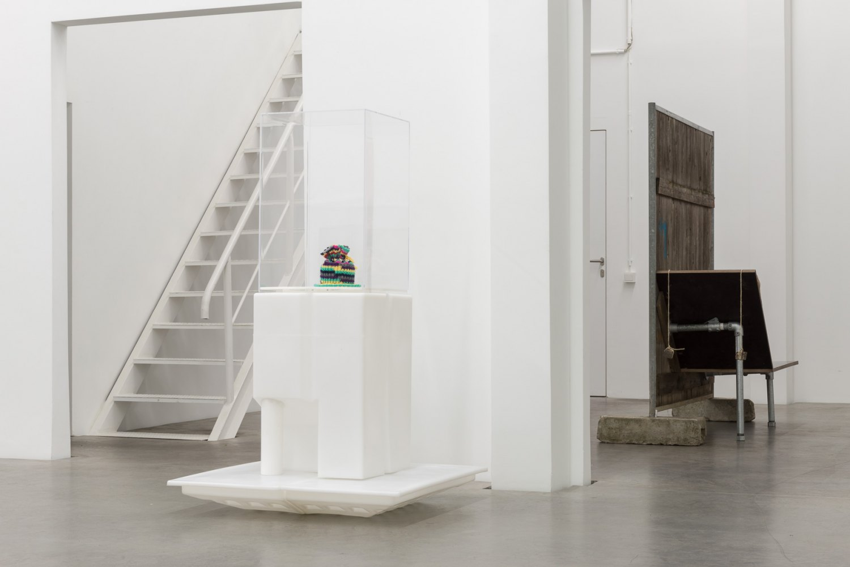 grabt tiefer, ihr Schönen Installation view, Galerie Neu, Berlin 2016