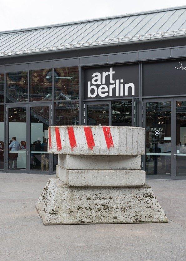 Manfred Pernice Roulette, 2006 (Utrecht) Concrete, wood, paint,196 x 256 x 256 cm