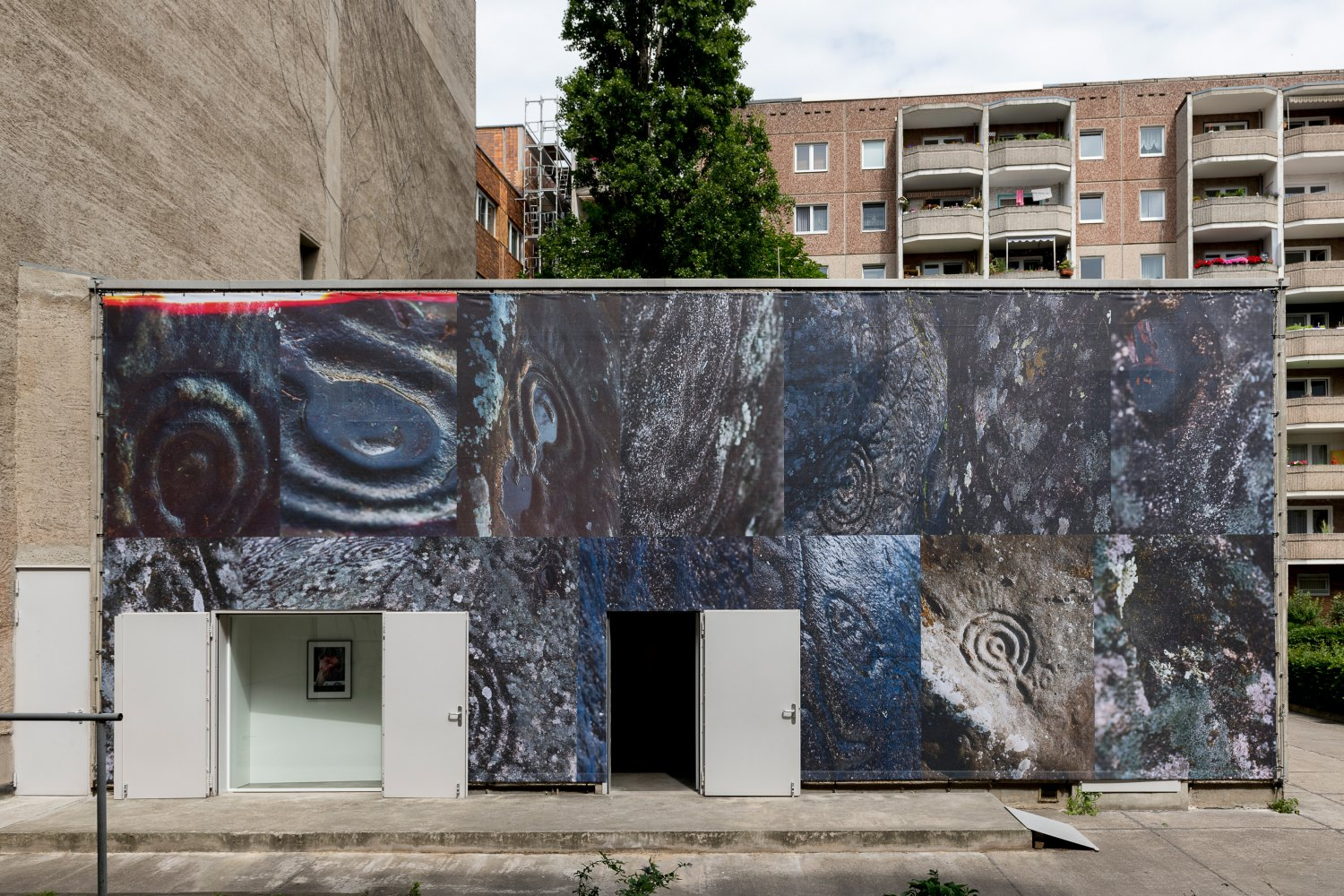 Installation view, Josephine Pryde, Exterior, Night, Day, Galerie Neu, Berlin 2020