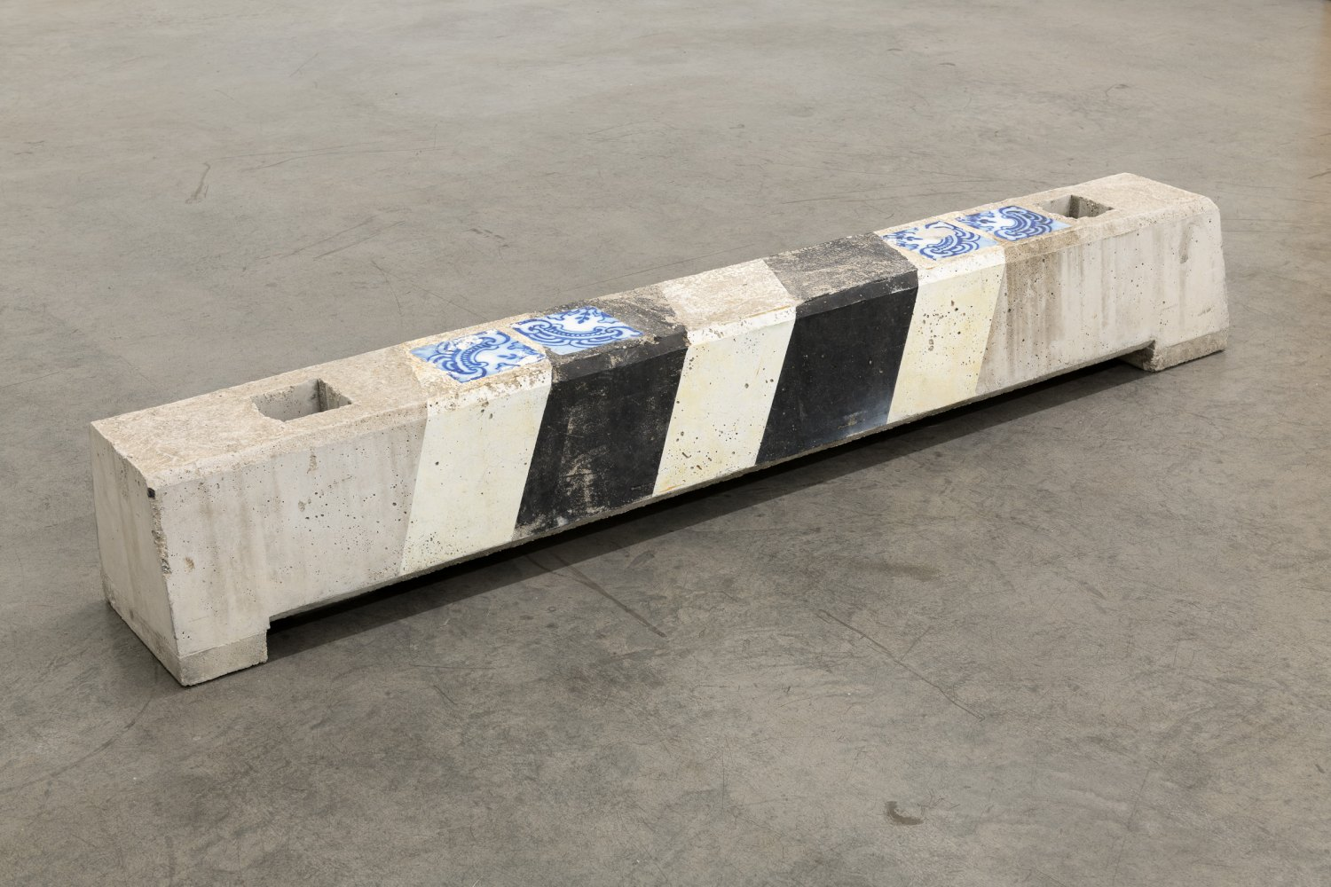 Manfred Pernice barriere 'Tiefengarage', 2008 Concrete, paint 199 x 30 x 29 cm