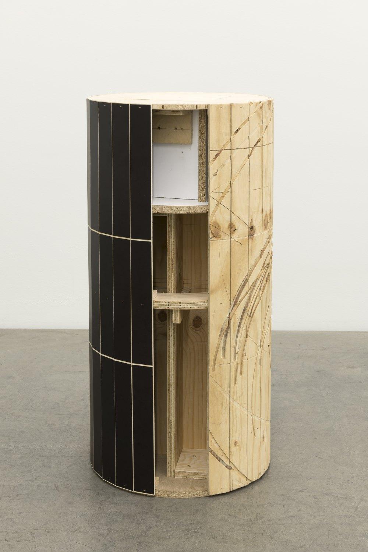 Manfred Pernice Tristan, 2021 Wood, color varnish h = 98 cm, Ø = 49 cm
