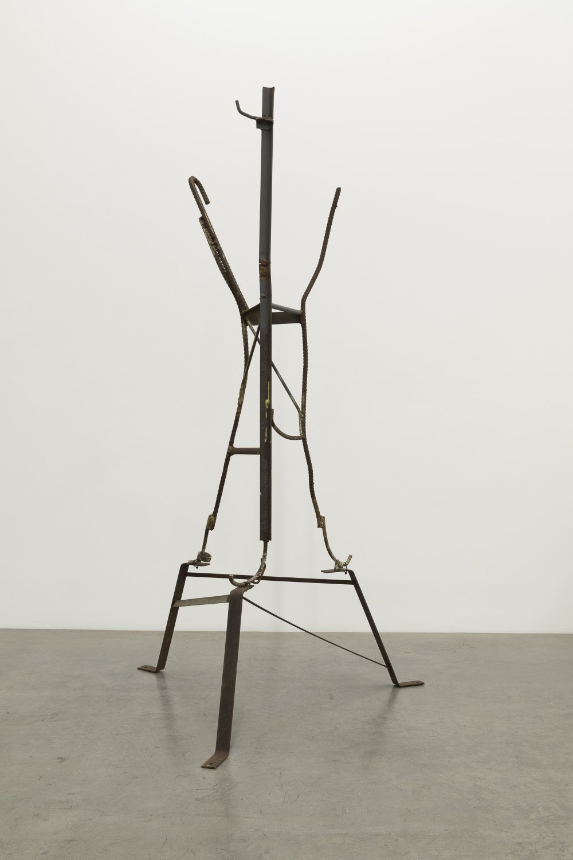 Manfred Pernice Antenne Brandenburg, 2014-2021 Steel, cable ties 237 x 131 x 115 cm