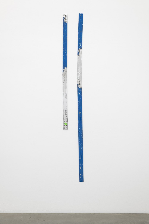 Win McCarthy Untitled (Divergent Blue), 2021 Welded aluminum rulers 200 x 24 cm