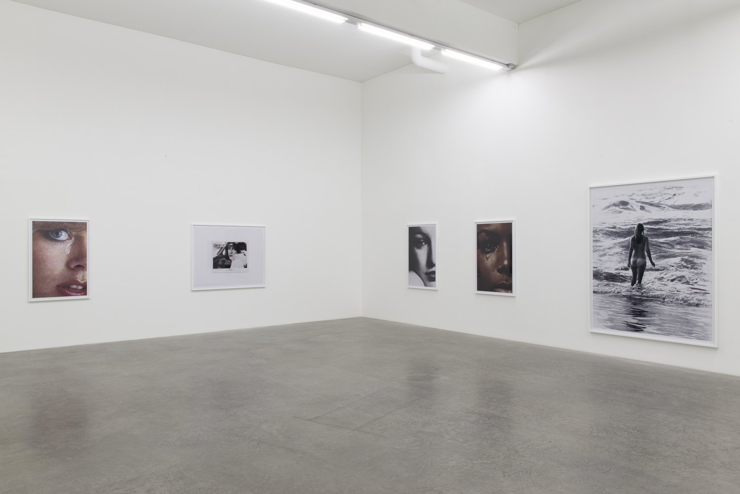 Anne Collier, installation view, Galerie Neu, Berlin 2016