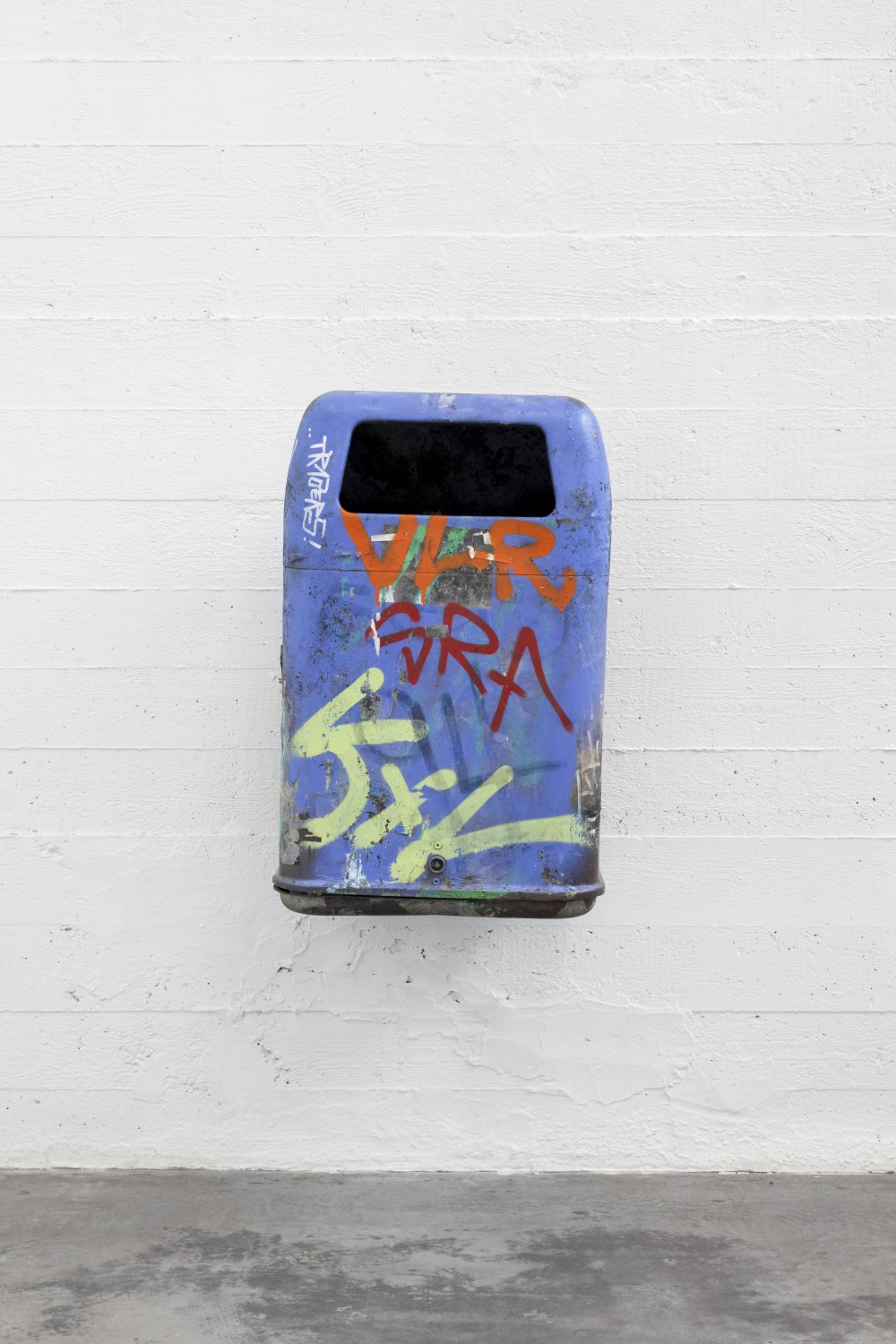 Klara Lidén Untitled (Trashcan), 2014 Mixed media, 71 × 45 × 36 cm