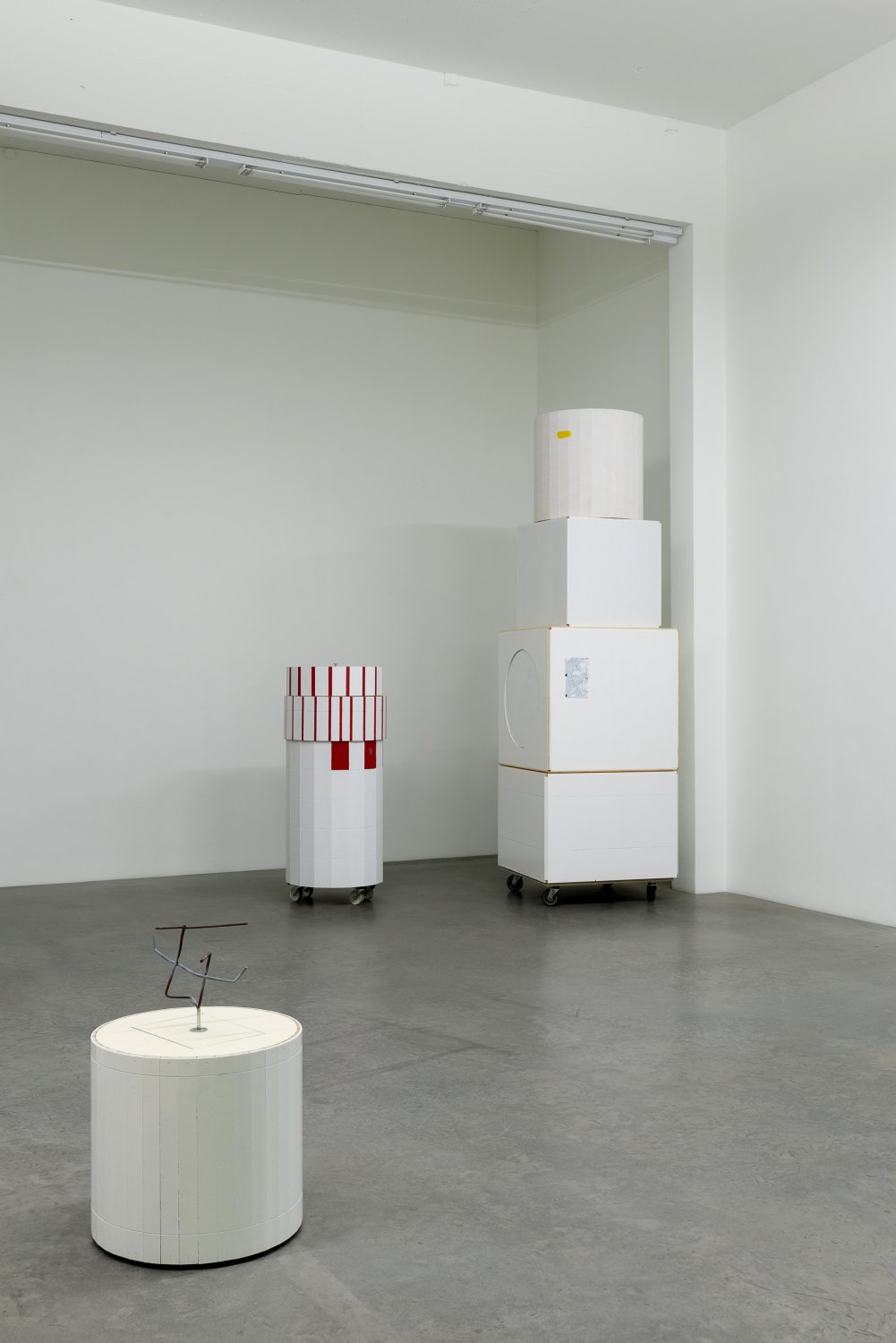 Manfred Pernice, Teile & peile Installation view, Galerie Neu, Berlin 2015