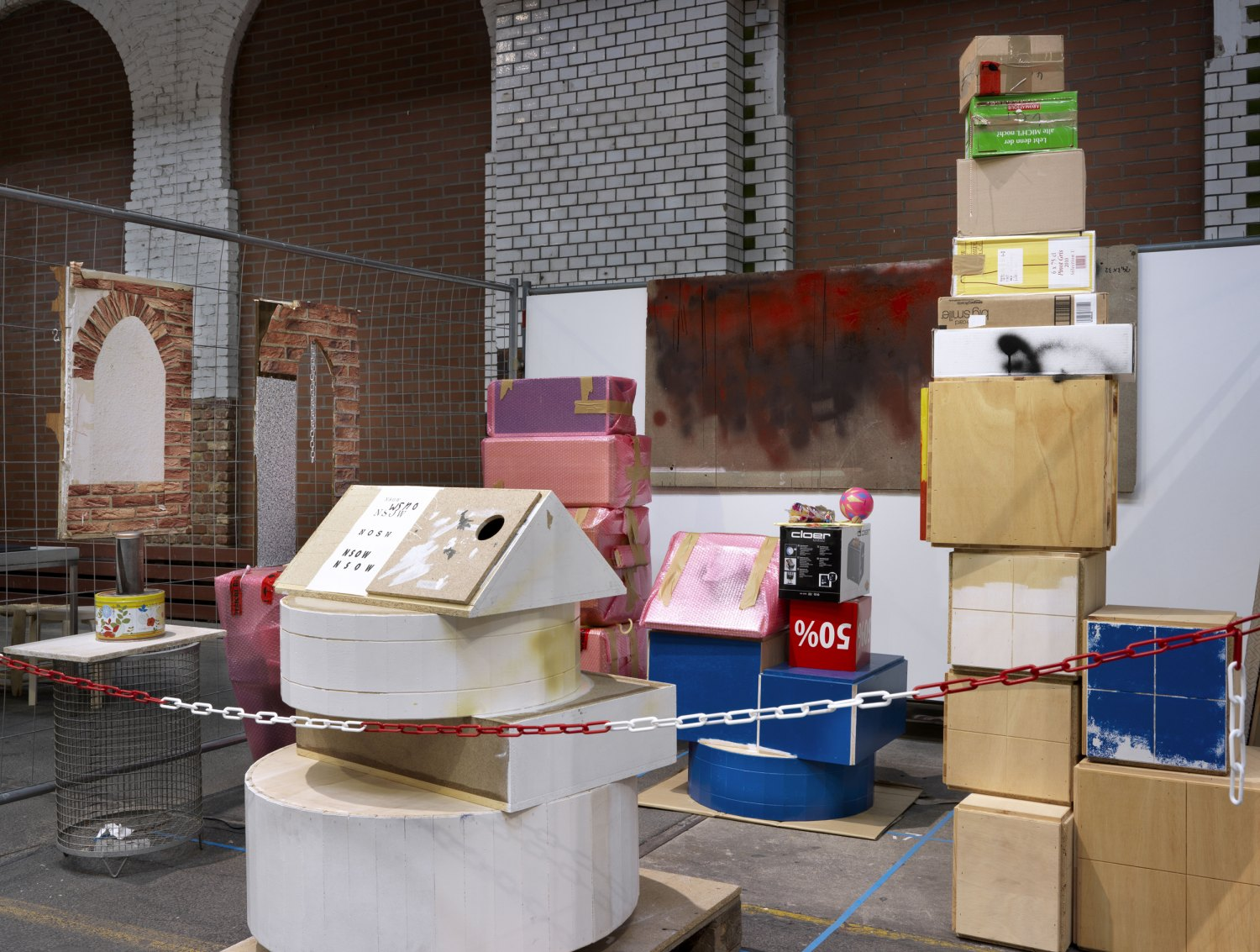 Manfred Pernice   Untitled, 2012    Wood, bubble wrap, site fence, cardboard, plywood, work disks, security cordon, dimensions variabel